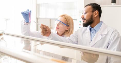 """""""VARSITY - vedolizumab versus adalimumab vléčbě aktivní ulcerózní kolitidy"""""""